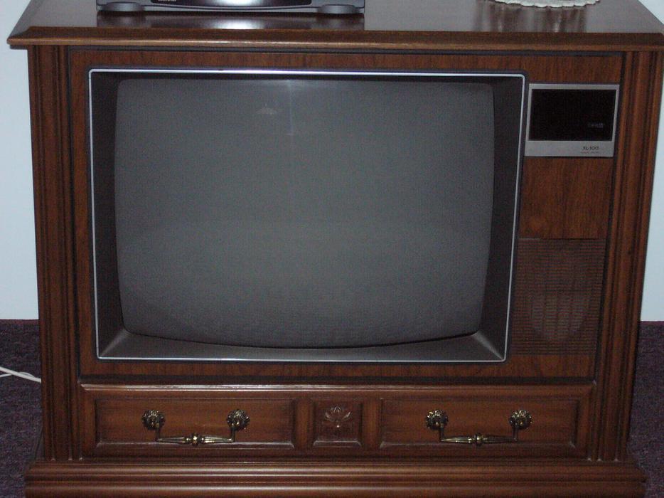 Free floor model tv in beautiful cabinet summerside pei for Floor model tv