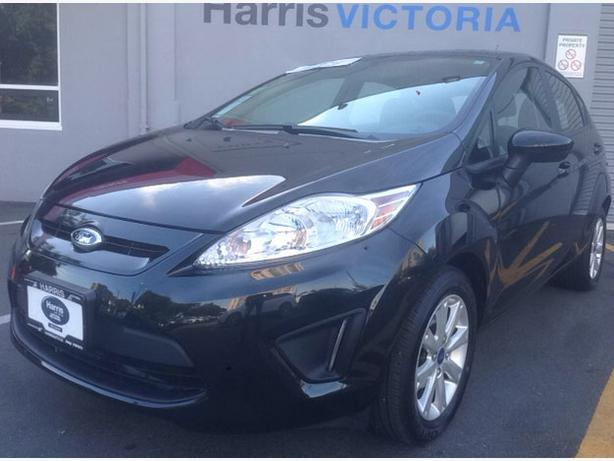 2013 ford fiesta se great gas mileage hatchback. Black Bedroom Furniture Sets. Home Design Ideas