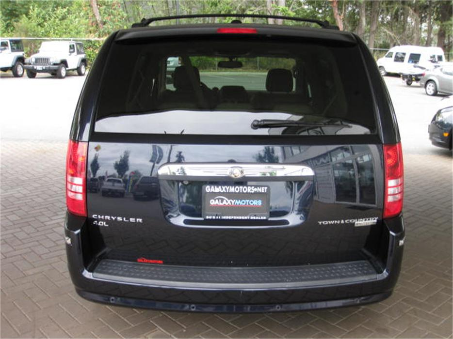 2010 Chrysler Town Amp Country Limited Outside Victoria