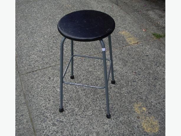 Sturdy Retro Shop Style Bar Stool Wood Seat Metal Frame  : 48482269614 from www.usedcowichan.com size 614 x 461 jpeg 56kB