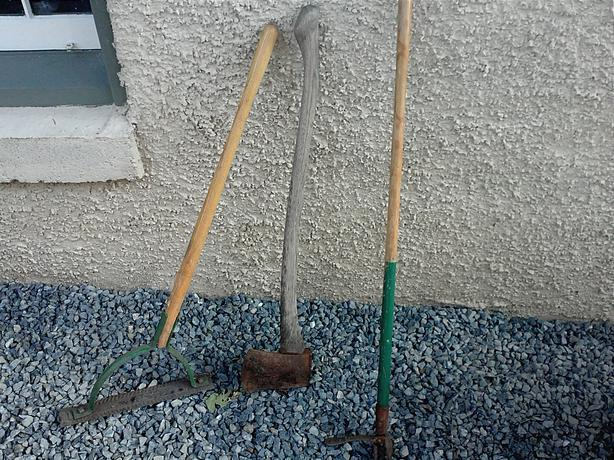 Free misc gardening tools saanich victoria for Gardening tools required