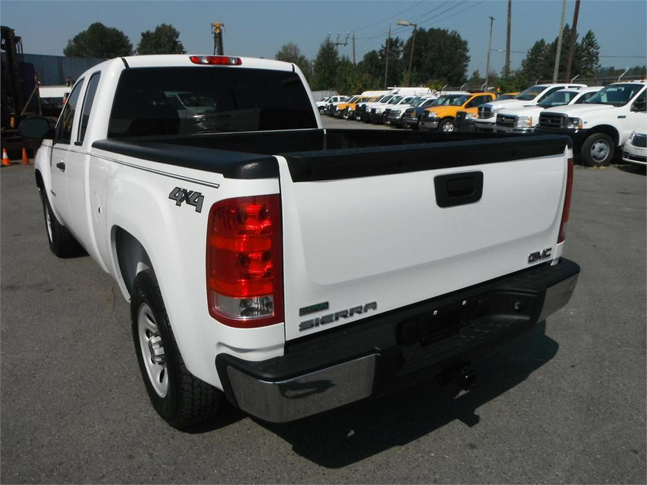 2011 gmc sierra 1500 work truck ext cab short box 4wd outside okanagan kelowna. Black Bedroom Furniture Sets. Home Design Ideas