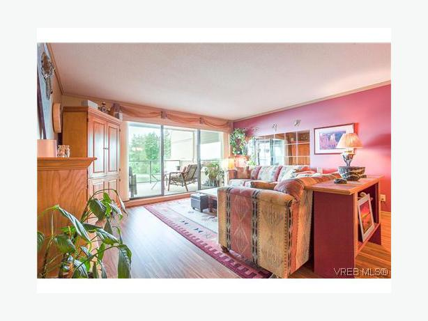 Living Room Dining Misc Household Moving Reasonable Offers Esquimalt View Royal