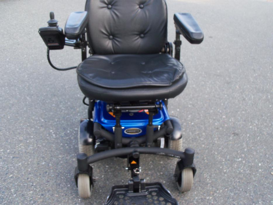 Electric Wheelchair 3 Years Old Paid 3 695 Dollars North