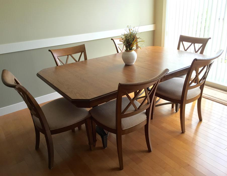 New french style dining table esquimalt view royal for Latest style dining table