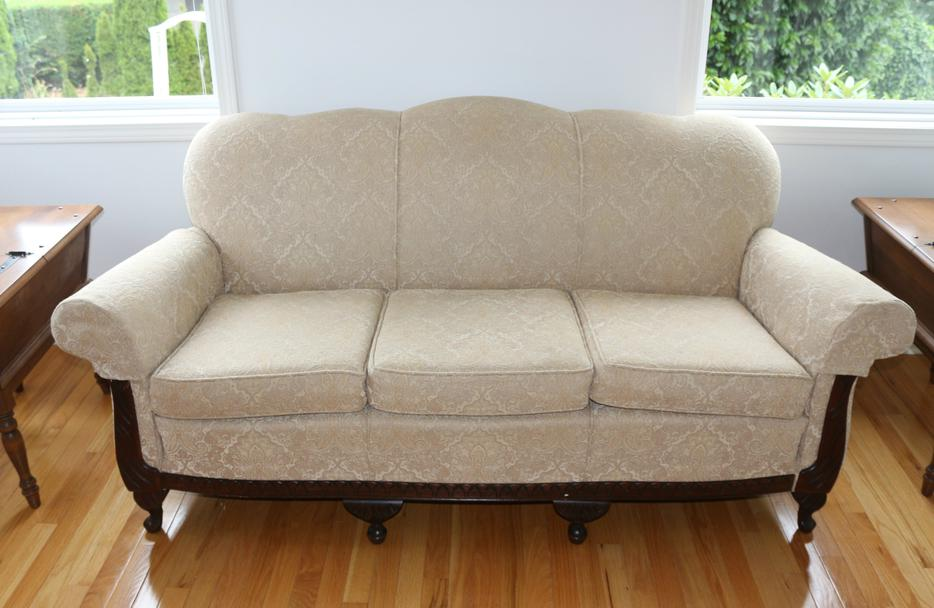 Antique Queen Anne Sofa and Chair New upholstery Qualicum  : 48554752934 from www.usedpqb.com size 934 x 608 jpeg 66kB