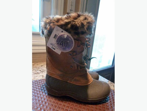 NEW Ladies/Girl?s size 5 mid high lace boots l