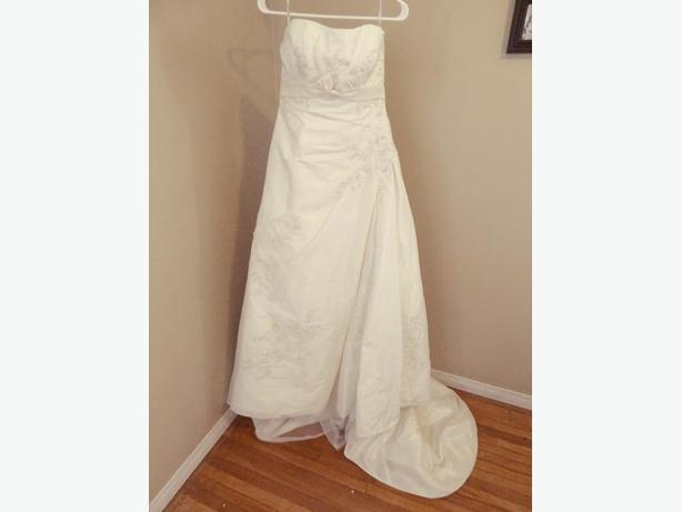 Anjolique wedding dress - size 10