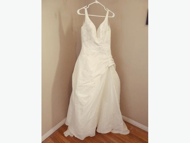 Cosmobella Wedding Dress - size 10