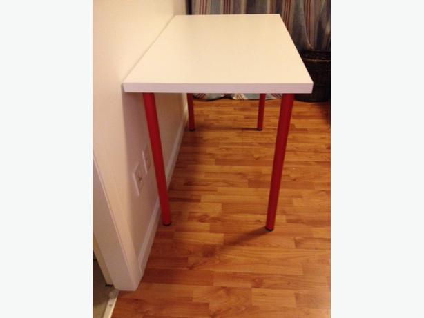 white ikea desk table linnmon victoria city victoria. Black Bedroom Furniture Sets. Home Design Ideas
