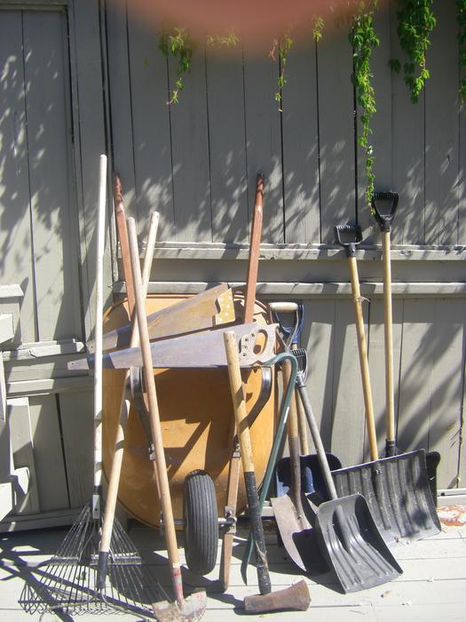 Yard gardening hand tools wheelbarrow saanich victoria for Gardening tools toronto