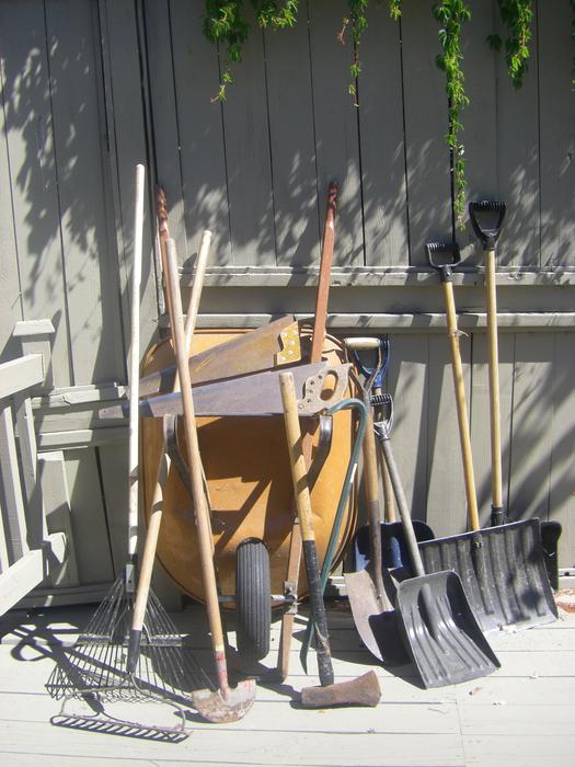 Yard gardening hand tools wheelbarrow saanich victoria for Gardening tools victoria