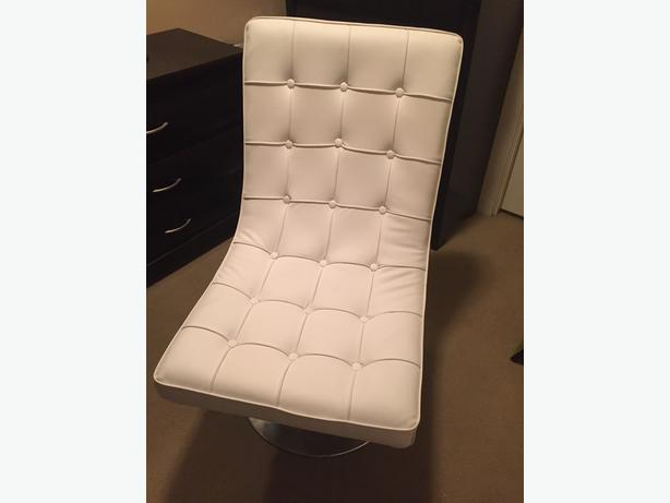 modern white faux leather lounge chair victoria city victoria. Black Bedroom Furniture Sets. Home Design Ideas