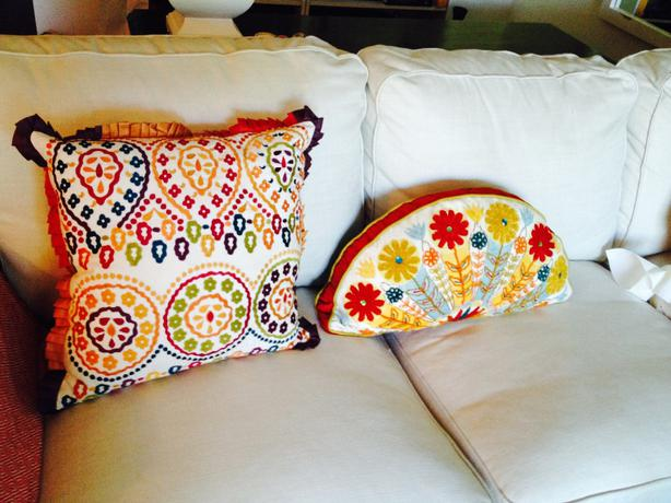 reduced!!! 2 Pier One decorative pillows Victoria City, Victoria