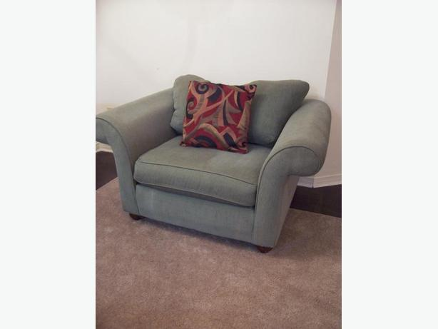 Super comfy large green sofa chair for sale gloucester ottawa for Comfy sofas for sale