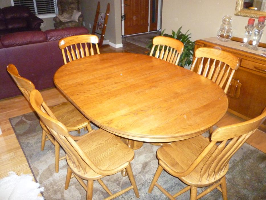 Beautiful solid oak diningroom table and 6 chairs saanich for Dining room tables victoria bc