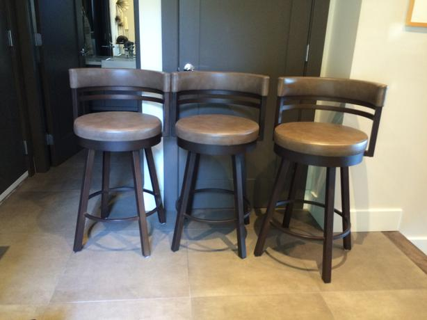 Three matching Bar stools Very good quality Victoria  : 48576172614 from www.usedvictoria.com size 614 x 460 jpeg 30kB