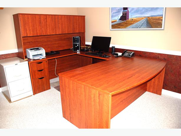 Model Desk In Nanaimo BC  BuySellTradeca