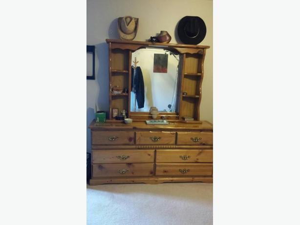 Bureau with mirror kanata ottawa for Bureau with mirror