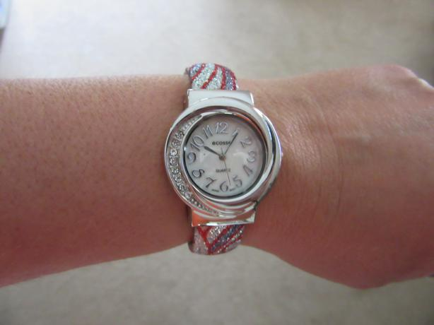 NEW Women's fashion watch with matching carrying case