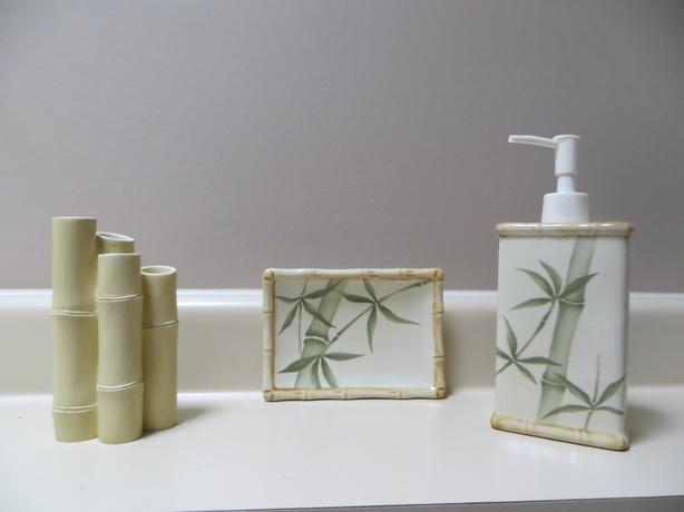 Ceramic bathroom accessories saanich victoria for Bathroom accessories ads