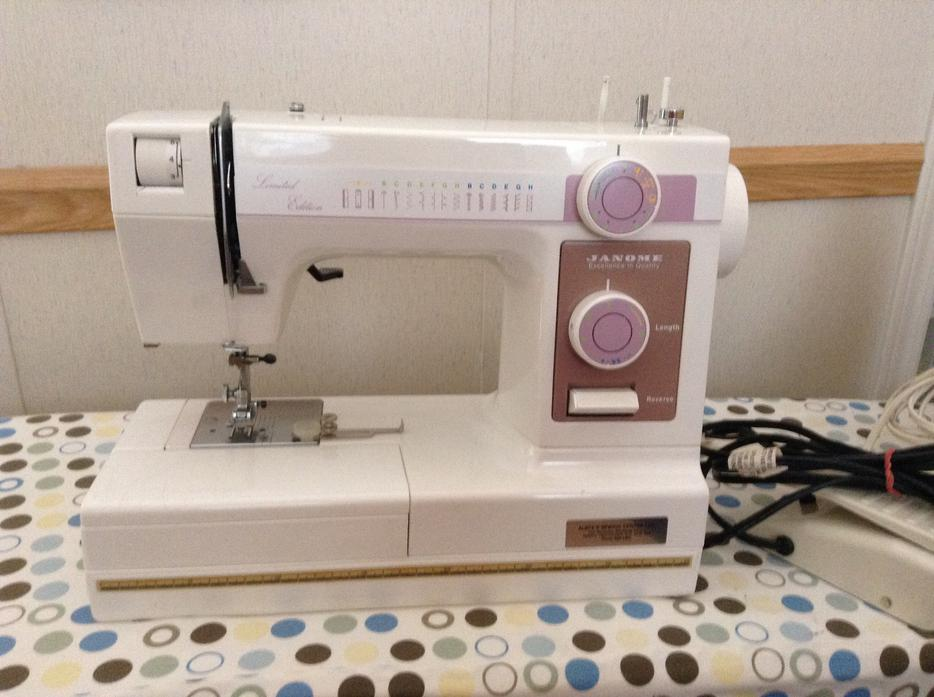 buttonhole maker machine
