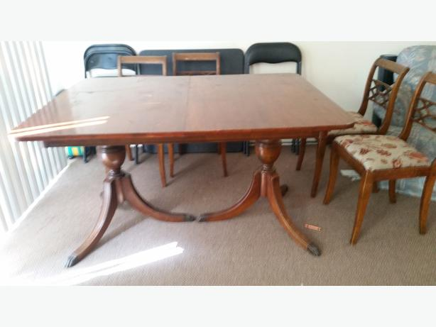 FREE Duncan Phyfe Style Dining Table With 4 Chairs Saanich Victoria