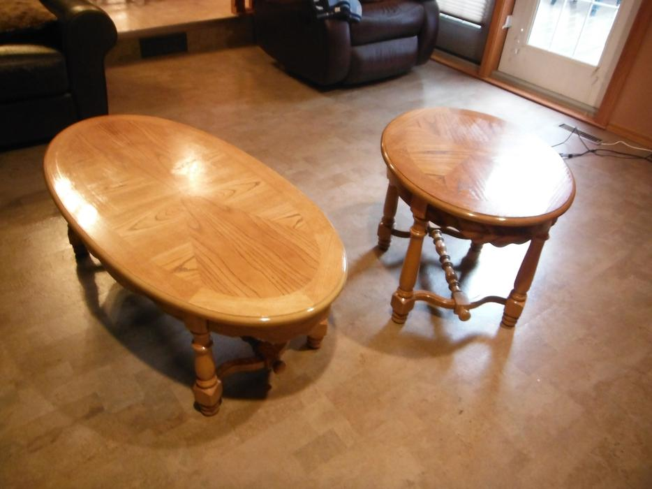 Oak coffee table and end table west regina regina for Coffee tables regina