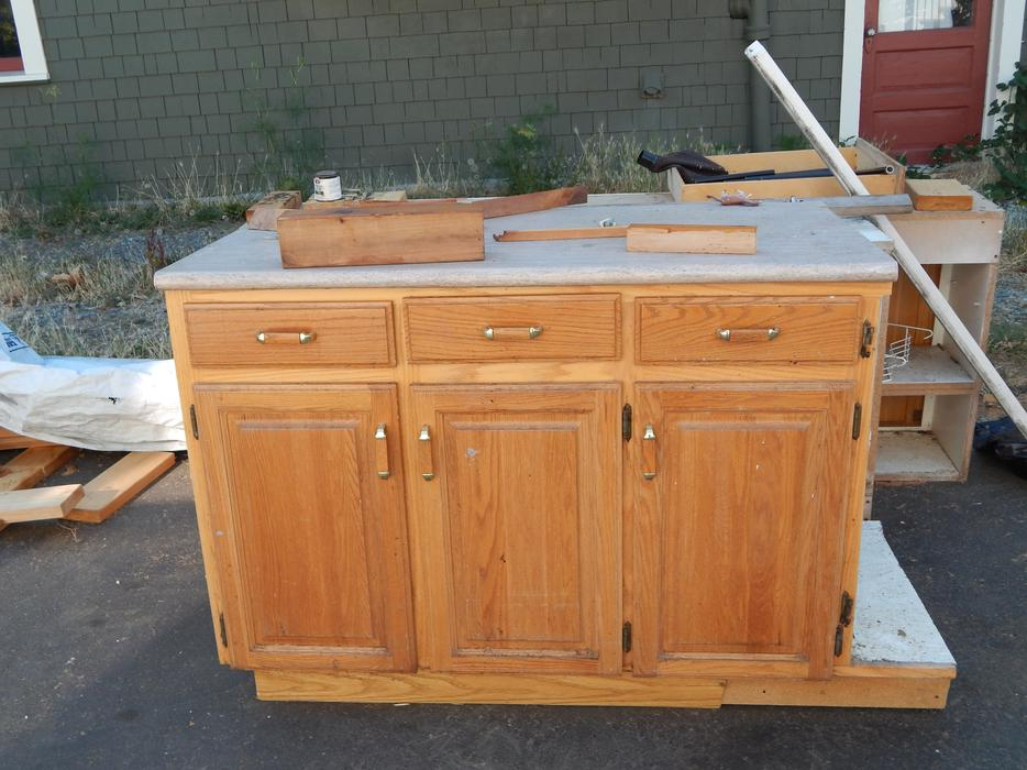 Kitchen cabinets one lower and 2 uppers victoria city for Kitchen cabinets kamloops