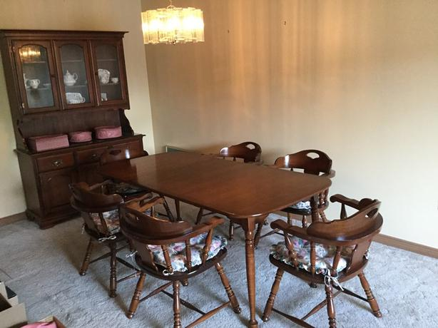 Vilas Dining Set Table 2 Leaves 6 Captain Chairs Matching Buffet And Hutch