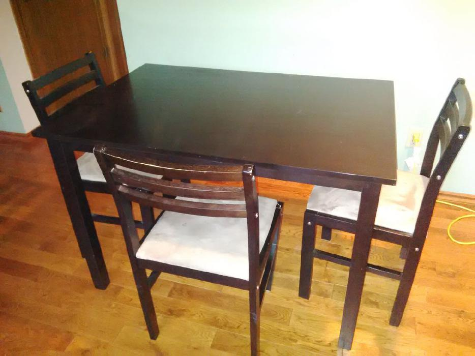 Dining table and two chairs east regina