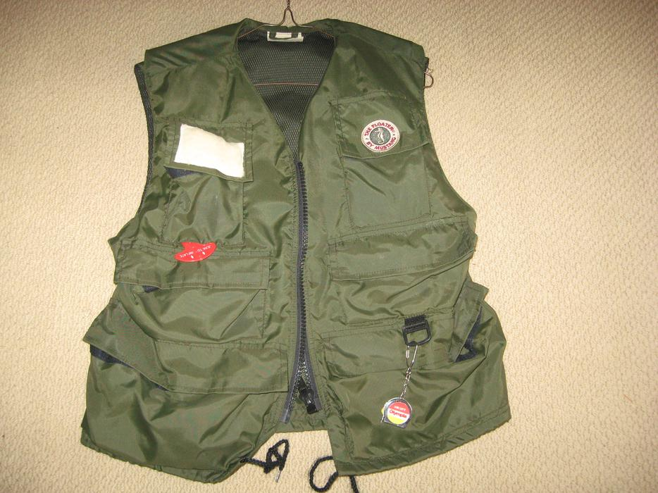 The floater mustang inflatable fishing vest size small for Inflatable fishing vest