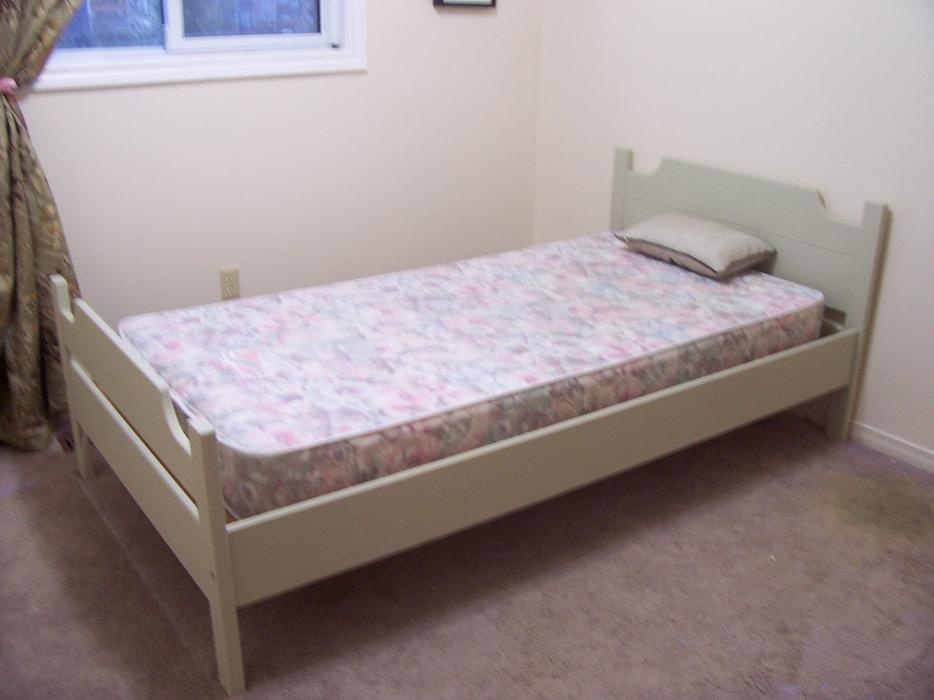 Lovely Twin Bed W King Koil Mattress Good Condition I Deliver Gloucester Ottawa Mobile