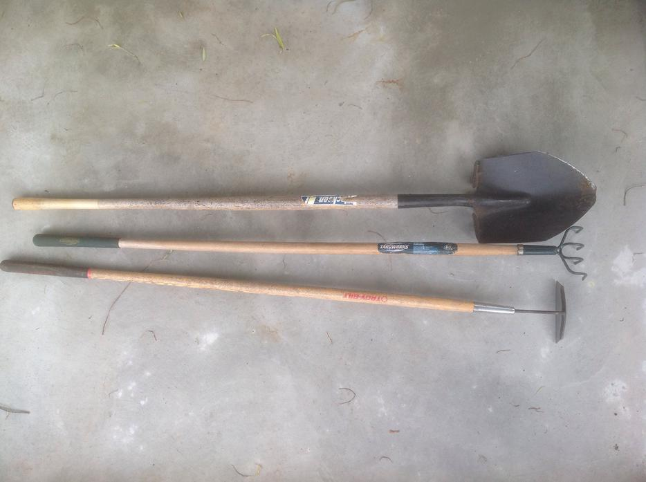 Lot of gardening tools saanich victoria for Gardening tools victoria