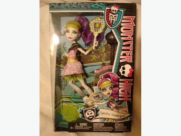 Monster High Ghoul Sports SPECTRA VONDERGEIST Doll BRAND NEW