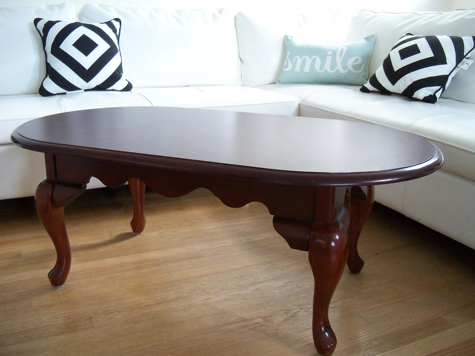 Gorgeous french provincial oval coffee table can for Coffee tables london ontario