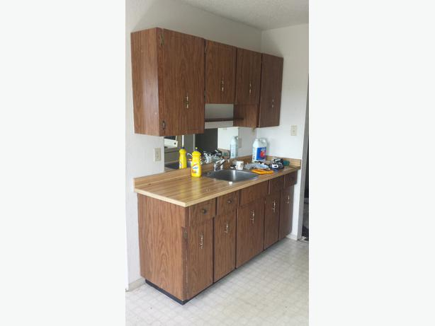 Complete set of kitchen cabinets from renovation esquimalt for Complete kitchen cupboards