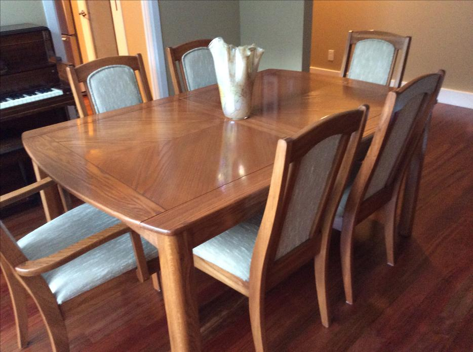 Oak dining room table with china cabinet and 6 chairs for Dining table and china cabinet
