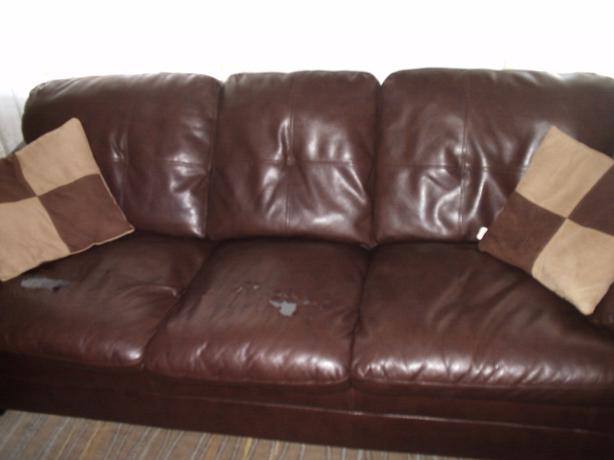 Brown leather sofa two decorative pillows nepean ottawa for Best pillows for leather couch