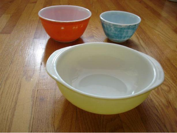 2 VINTAGE PYREX PRIMARY COLORS Mixing Bowls