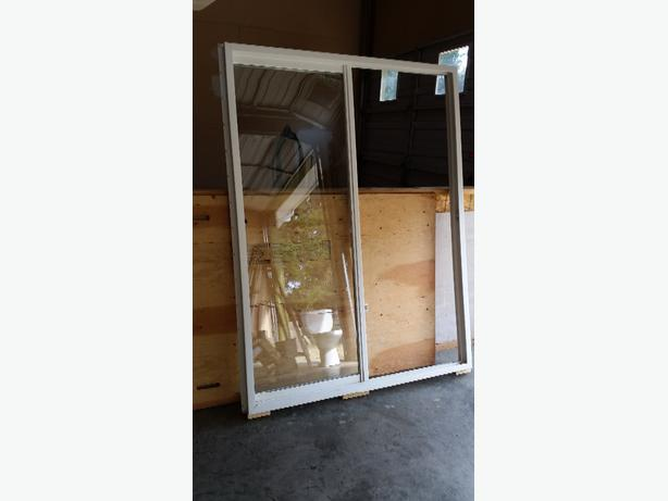 Never installed 5 foot wide vinyl sliding glass patio door for Wide sliding patio doors