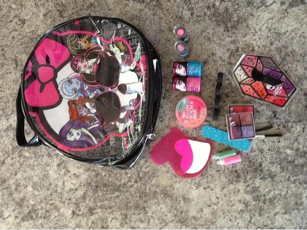 Monster High Girl's Make-up Bag and Cosmetics