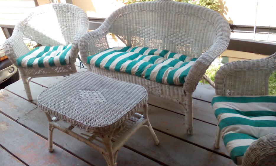 Antique white wicker patio furniture set sooke victoria for Outdoor furniture victoria bc