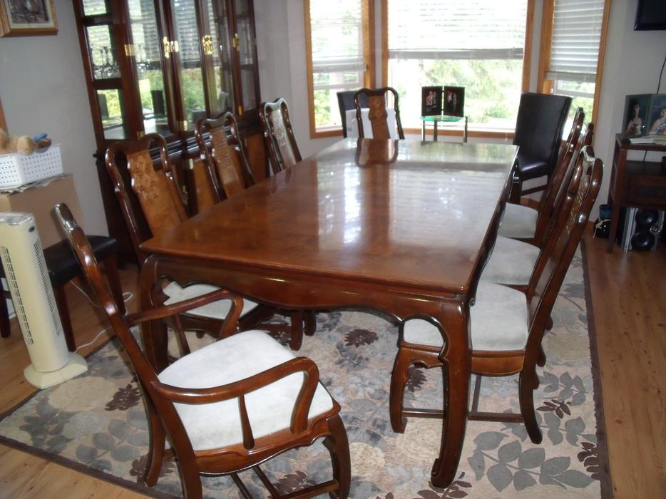 Dining room table hutch malahat including shawnigan for Dining room tables kelowna