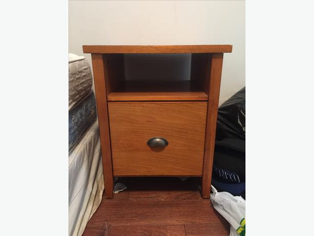 cheap and nice bedside desk table must go victoria city