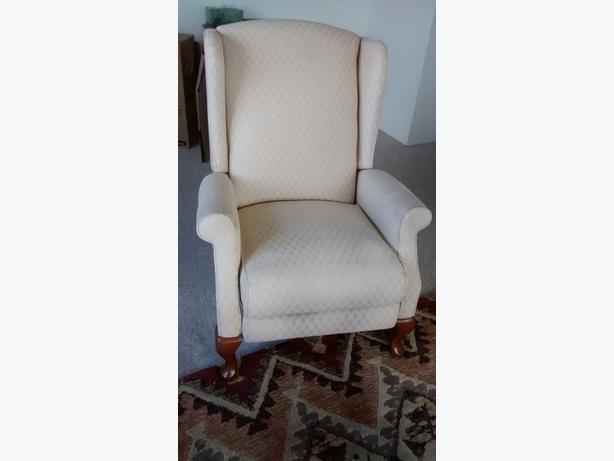 lazy boy wing back recliner victoria city victoria. Black Bedroom Furniture Sets. Home Design Ideas