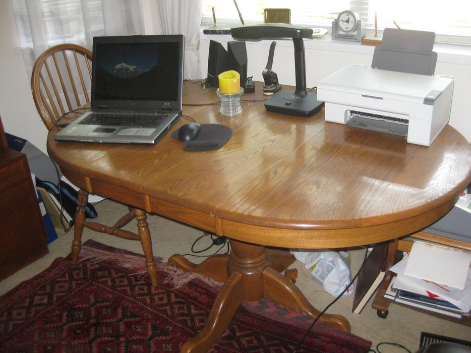 Solid oak dining room table and 4 chairs victoria city for Dining room tables kelowna