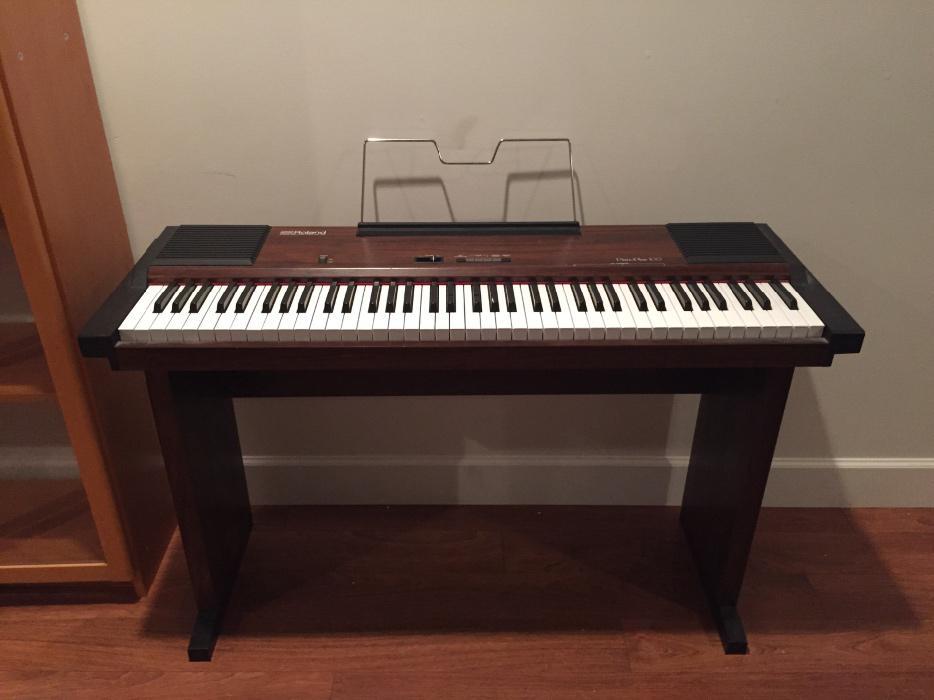roland hp 100 electronic piano victoria city victoria. Black Bedroom Furniture Sets. Home Design Ideas