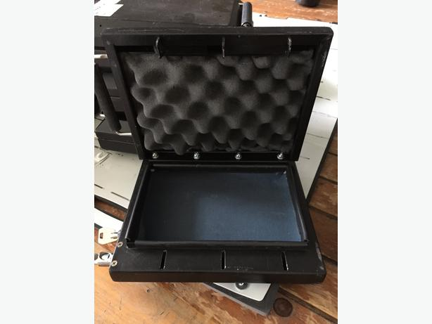 Handgun transportation cases, Metal locking.