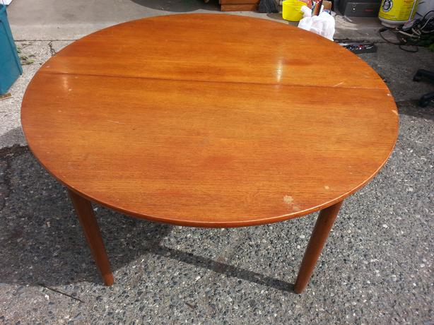 Teak Round Dining Table South Nanaimo Parksville Qualicum Beach